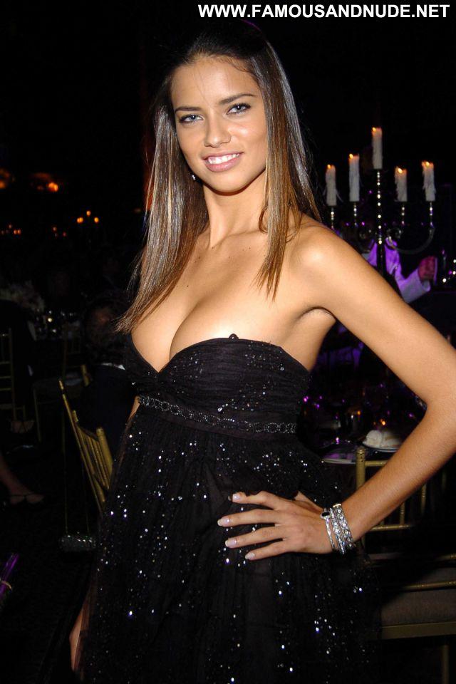 Adriana Lima No Source Latina Blue Eyes Hot Celebrity Brazil Posing