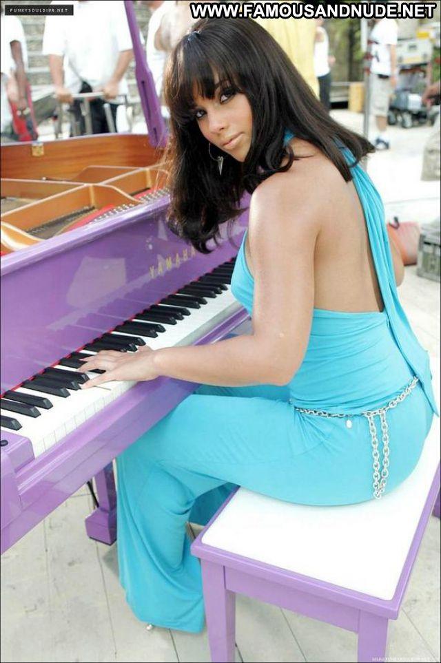 Alicia Keys No Source Singer Posing Hot Celebrity Celebrity Babe