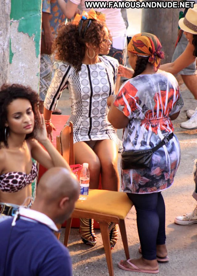 Alicia Keys No Source Ebony Celebrity Singer Posing Hot Celebrity