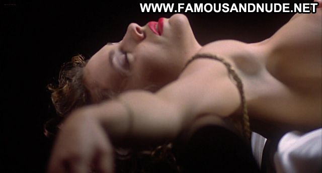 Alyssa Milano Nude Sexy Scene Embrace Of The Vampire Famous