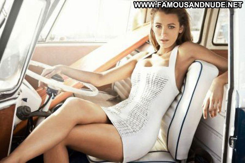 Actress Posing Nude 17