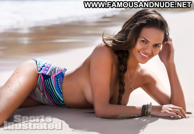 Chrissy Teigen No Source Famous Showing Tits Babe Posing Hot