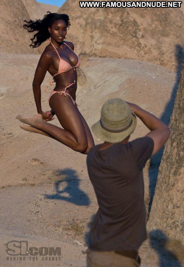 Damaris Lewis No Source Posing Hot Ebony Celebrity Famous Babe