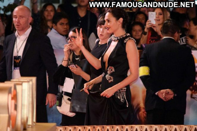 Gal Gadot Wonder Woman  Mexico Beautiful Babe Paparazzi Celebrity