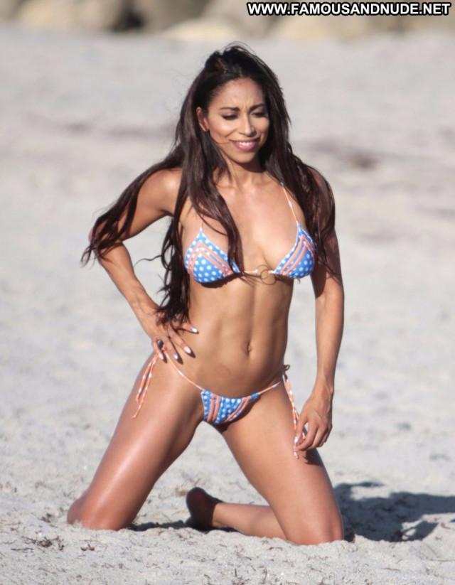 Sophia Leger Valere The Beach Bar Legs Xxx Male Beach Sexy Singer