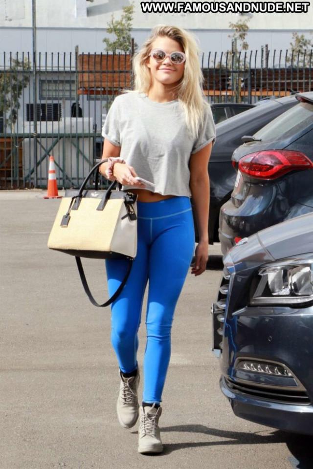 Witney Carson Los Angeles Posing Hot Beautiful Los Angeles Babe Car