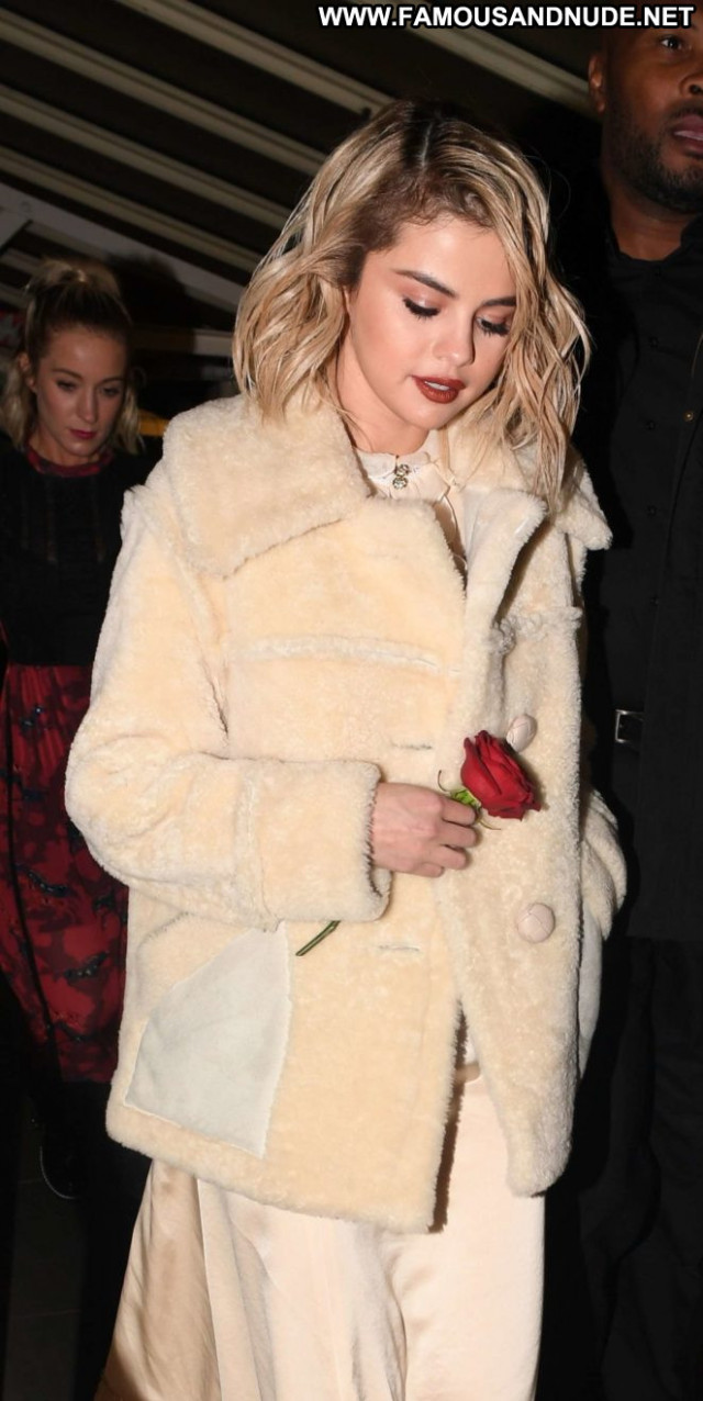 Selena Gome The After London Paparazzi Posing Hot Babe Celebrity