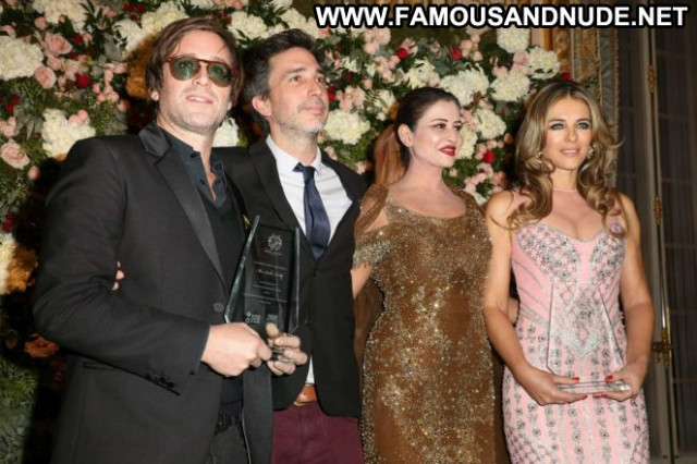 Elizabeth Hurley No Source Hot Paris Babe Paparazzi Celebrity Hotel