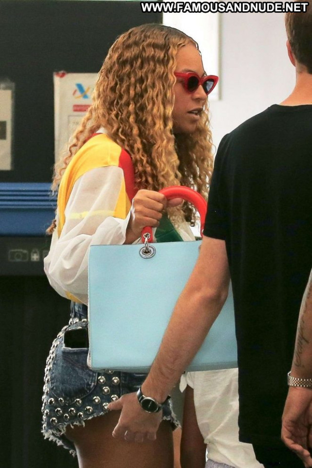 Beyonce No Source Posing Hot Babe Bar Beautiful Paparazzi Celebrity