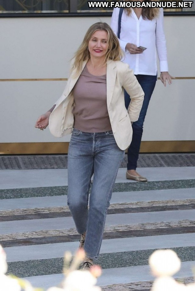 Cameron Diaz Beverly Hills Paparazzi Hotel Posing Hot Celebrity Hot