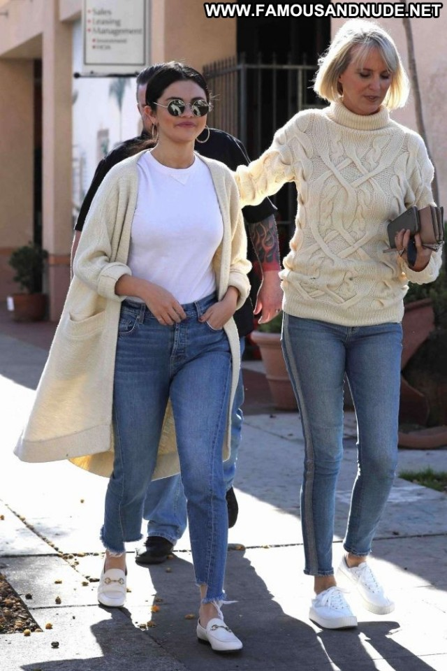 Selena Gomez Los Angeles Los Angeles Beautiful Jeans Angel Posing Hot