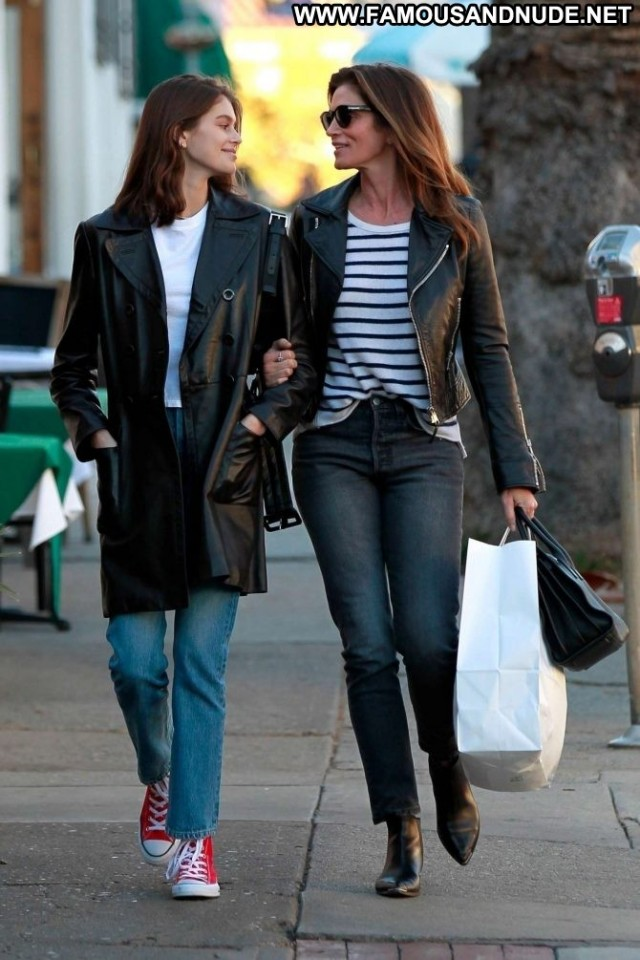 Cindy Crawford Los Angeles  Celebrity Babe Beautiful Shopping Posing