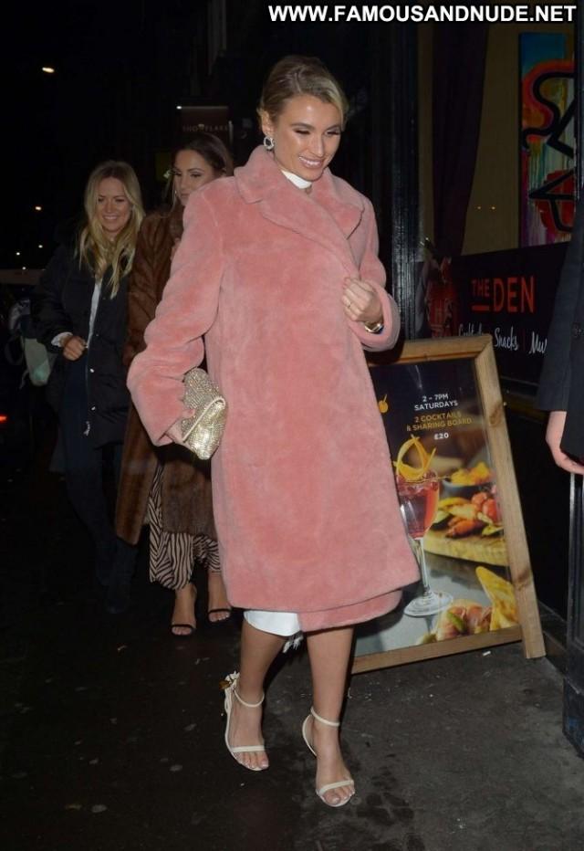 Sam Faiers No Source Babe London Celebrity Paparazzi Beautiful Posing
