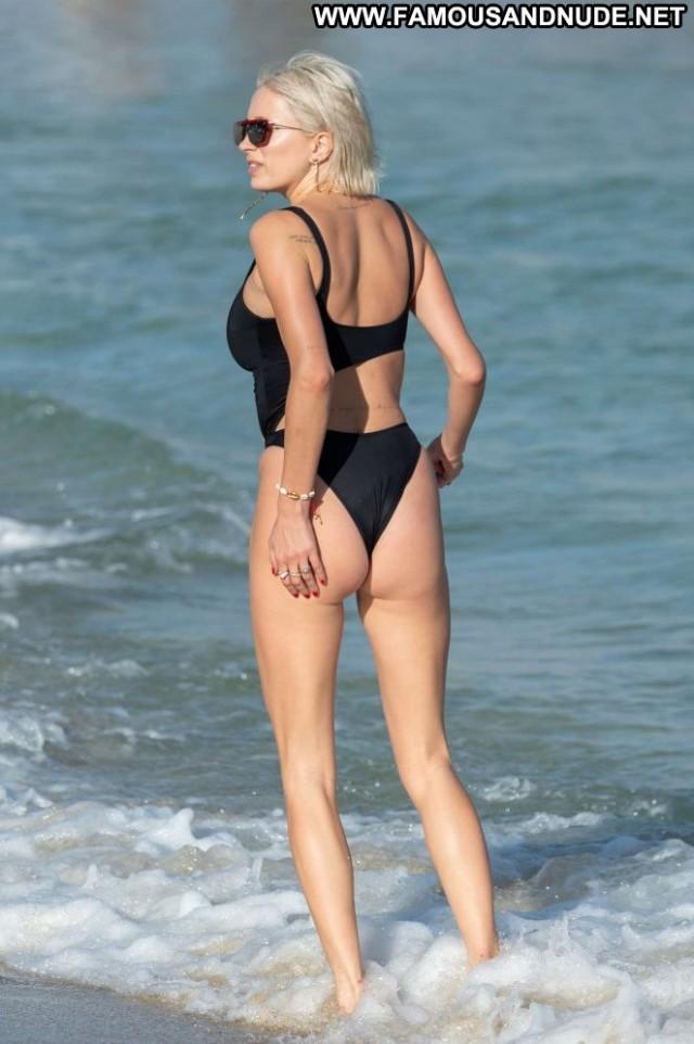 Caroline Vreeland No Source  Babe Paparazzi Posing Hot Beautiful