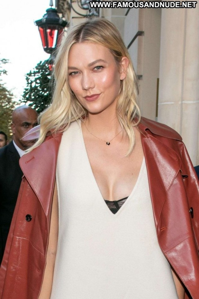 Karlie Kloss No Source Paris Posing Hot Hot Paparazzi Beautiful Babe