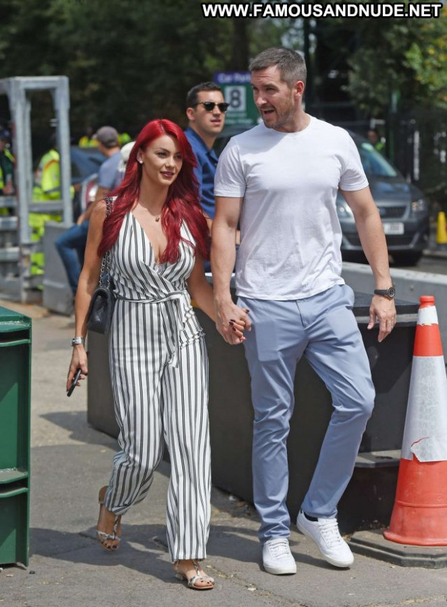 Dianne Buswell No Source Paparazzi Celebrity London Babe Bus