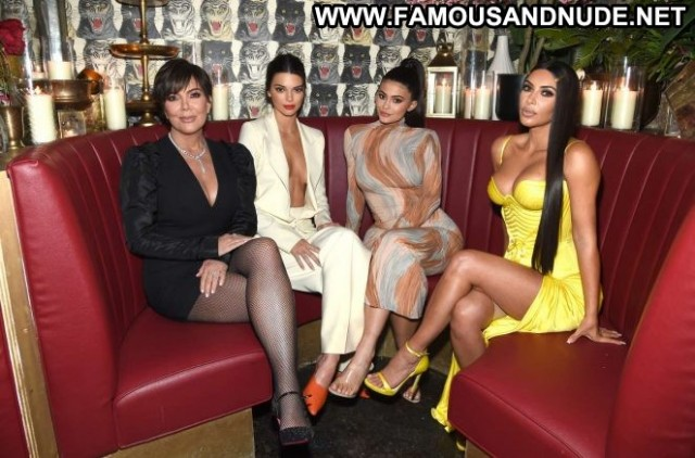 Kris Jenner No Source Fashion Bus Nyc Posing Hot Celebrity Babe