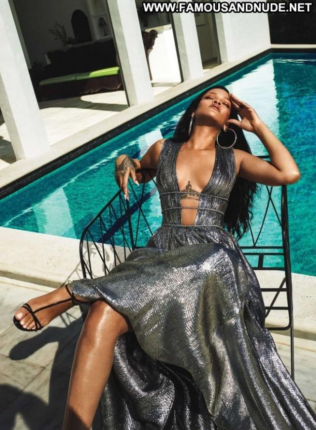 Vogue Vogue Magazine  Beautiful Celebrity Paparazzi Magazine Babe