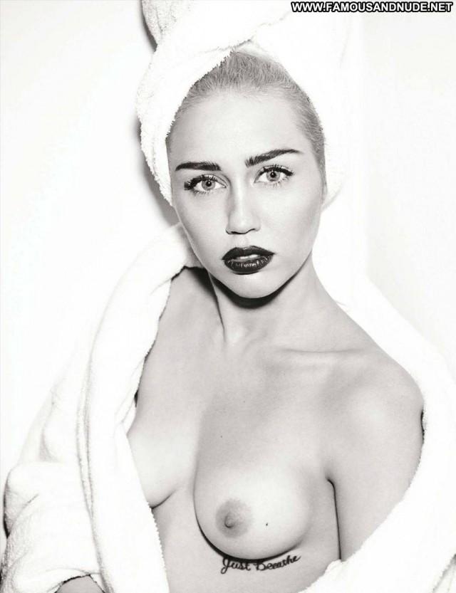 Miley Cyrus Magazine Nude Celebrity Fashion Blonde Singer