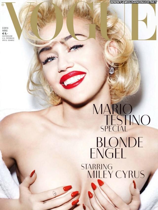 Miley Cyrus Magazine Celebrity Nude Singer Blonde Fashion