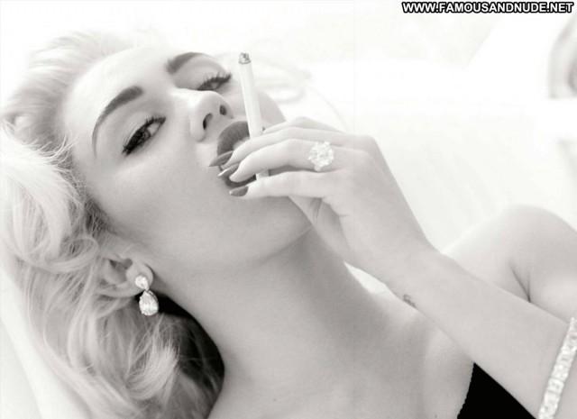 Miley Cyrus Magazine Nude Celebrity Singer Fashion Blonde