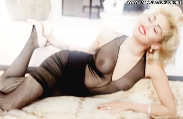 Miley Cyrus Magazine Celebrity Nude Blonde Singer Fashion