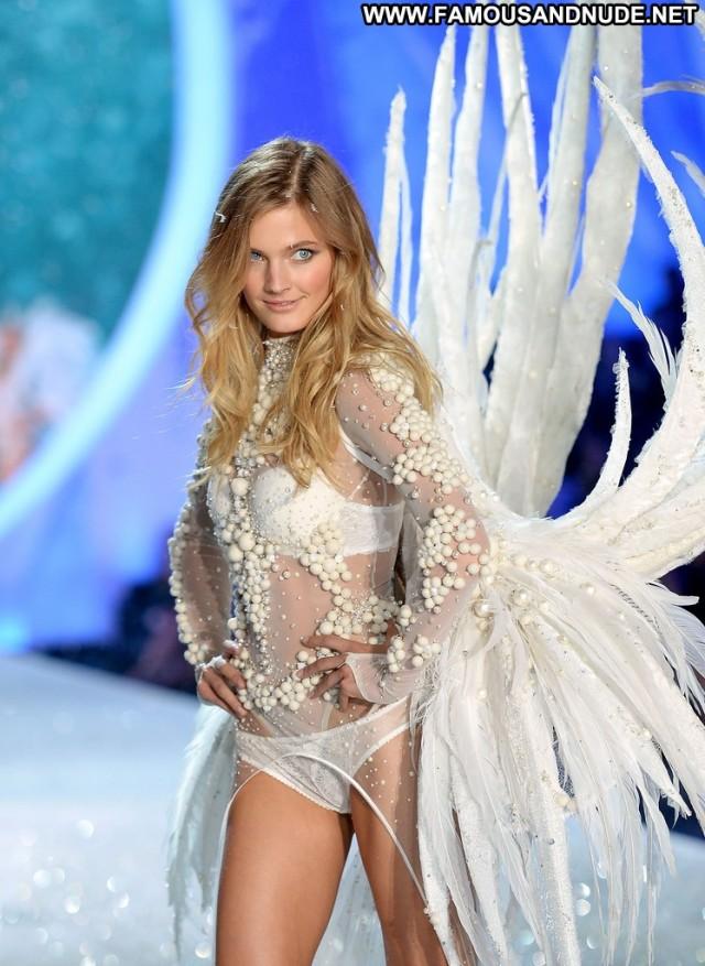 Constance Jablonski Fashion Show Celebrity High Resolution Fashion