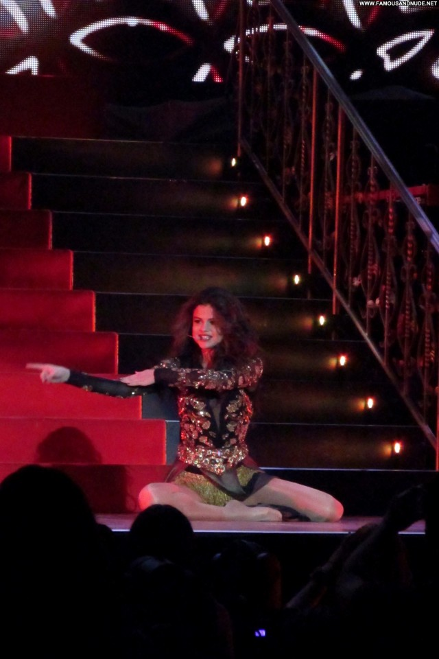 Selena Gomez Performance Beautiful Posing Hot High Resolution Babe