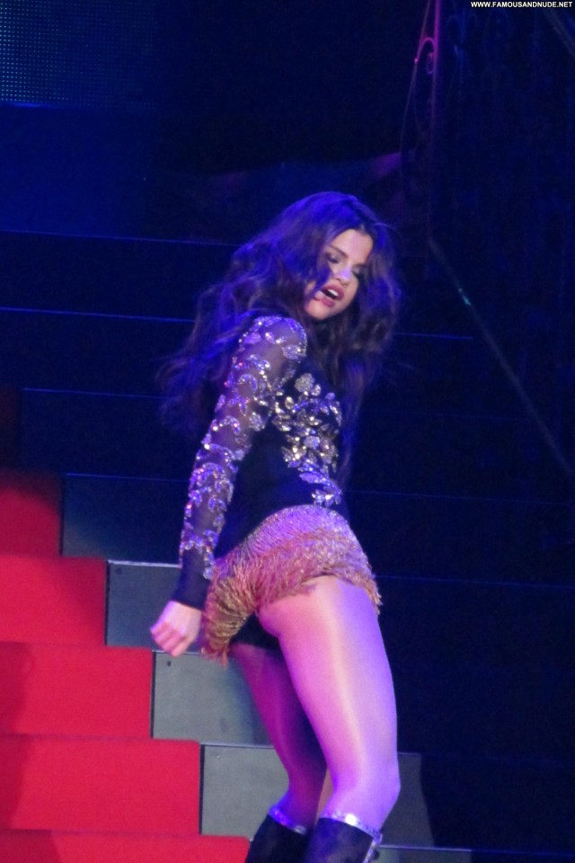 Selena Gomez Performance Candids Posing Hot High Resolution Babe