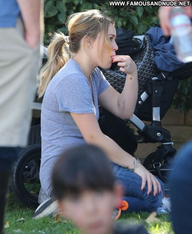 Hilary Duff Farmers Market  Celebrity High Resolution Beautiful Babe