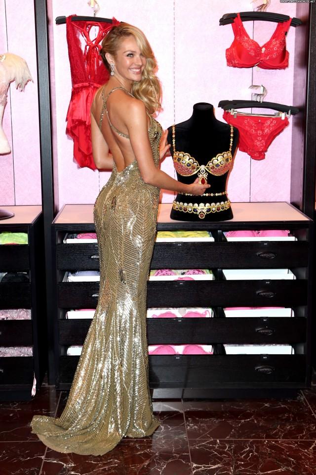 Candice Swanepoel Celebrity Celebrity Posing Hot Beautiful High