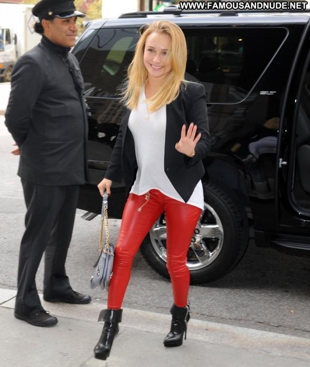 Hayden Panettiere No Source Posing Hot Celebrity High Resolution Babe