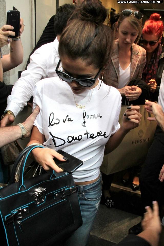 Selena Gomez Shopping Shopping Posing Hot Babe Celebrity Candids High
