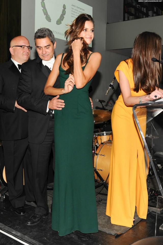 Izabel Goulart New York Celebrity Beautiful High Resolution Posing