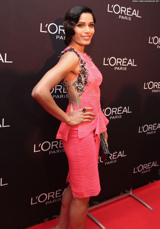Freida Pinto Cocktail High Resolution Babe Posing Hot Celebrity