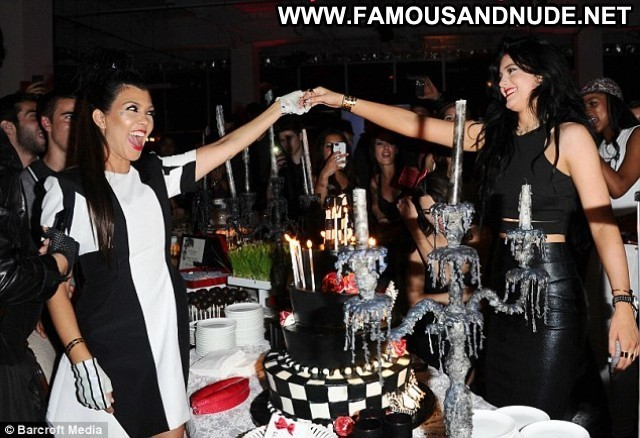 Kylie Jenner Alice In Wonderland Candids Party Celebrity Beautiful