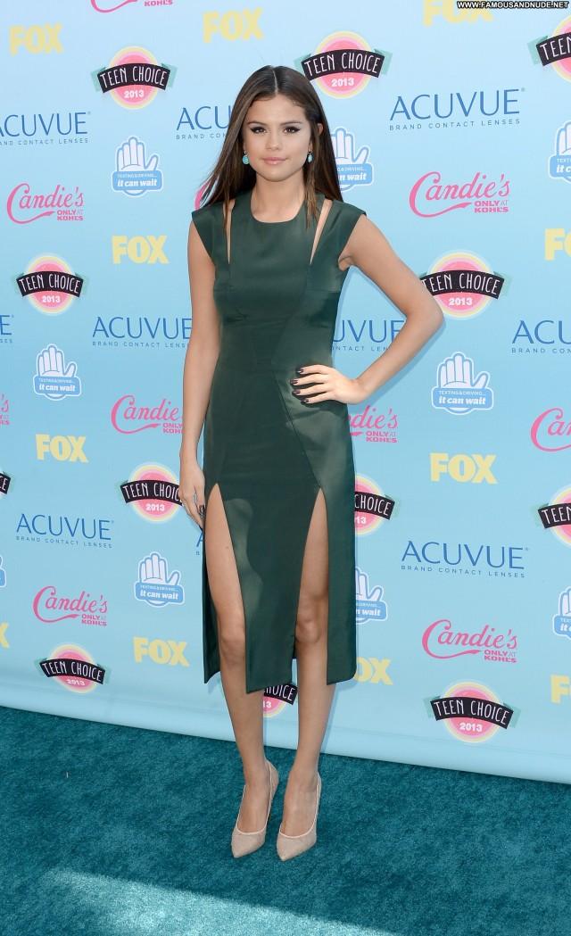 Selena Gomez No Source High Resolution Teen Posing Hot Beautiful