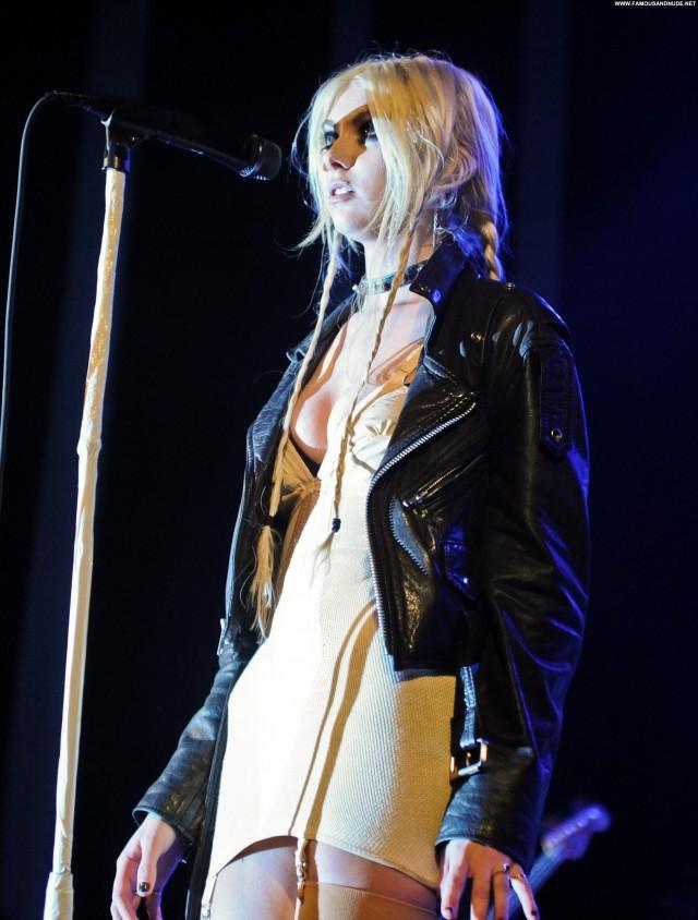 Taylor Momsen Posing Hot Celebrity Babe High Resolution Beautiful