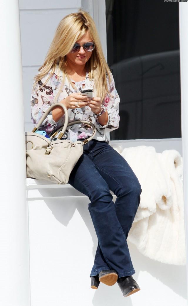 Geri Halliwell No Source Beautiful Posing Hot High Resolution