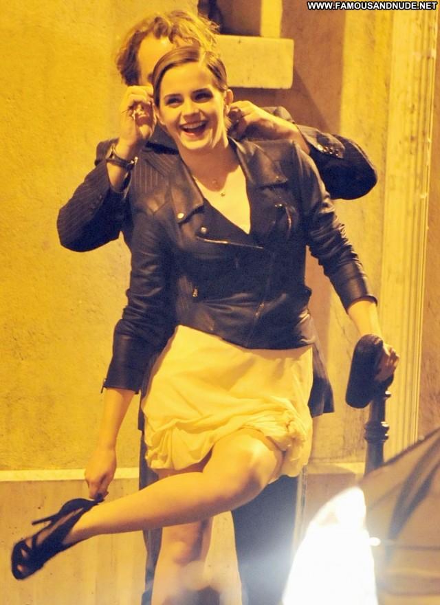 Emma Watson High Resolution Celebrity Beautiful Babe Posing Hot