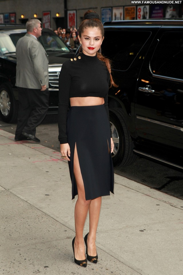 Selena Gomez Late Show With David Letterman Candids Posing Hot