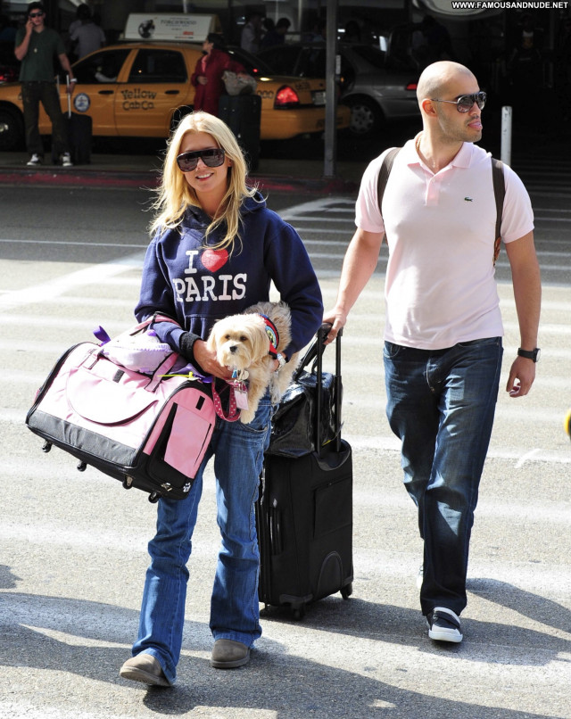 Tara Reid Lax Airport Beautiful Babe Celebrity Posing Hot Male Lax