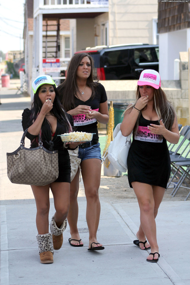 Snooki Jersey Shore High Resolution Celebrity Beautiful Babe Posing