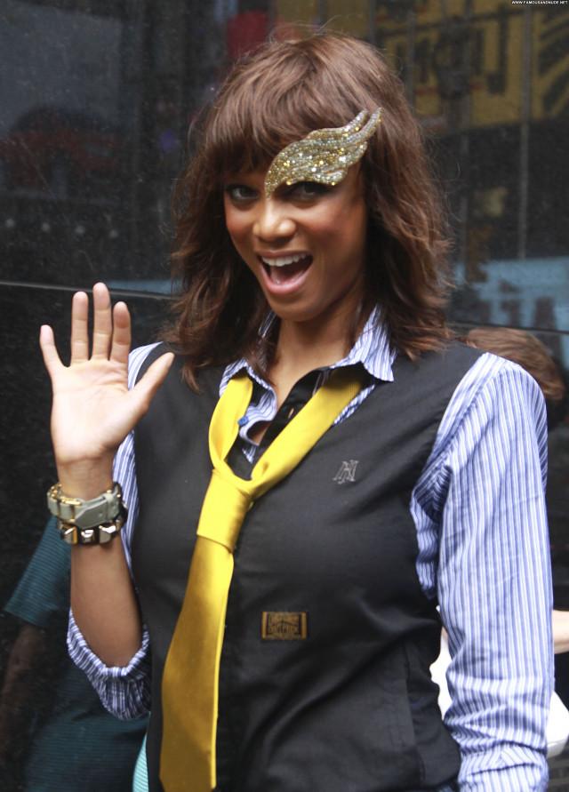 Tyra Banks Good Morning America Posing Hot Celebrity Babe New York