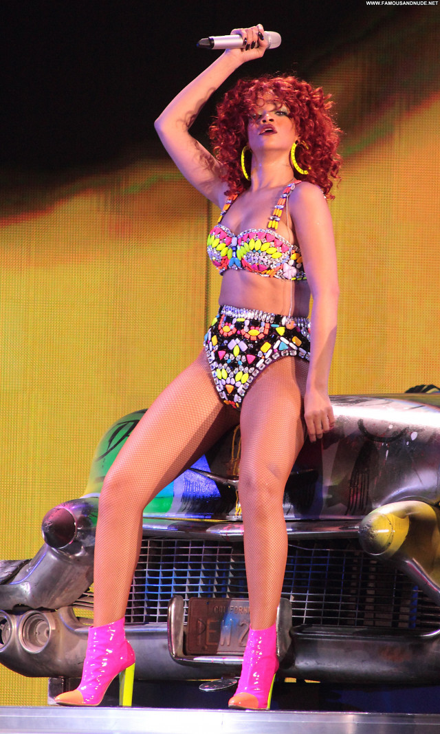 Rihanna Performance High Resolution Beautiful Celebrity Concert