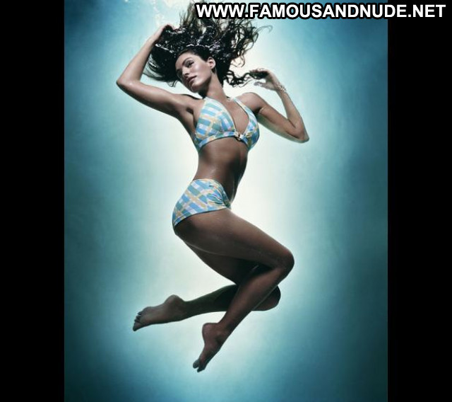 Kelly Brook No Source  Beautiful Bikini Nice Posing Hot Celebrity