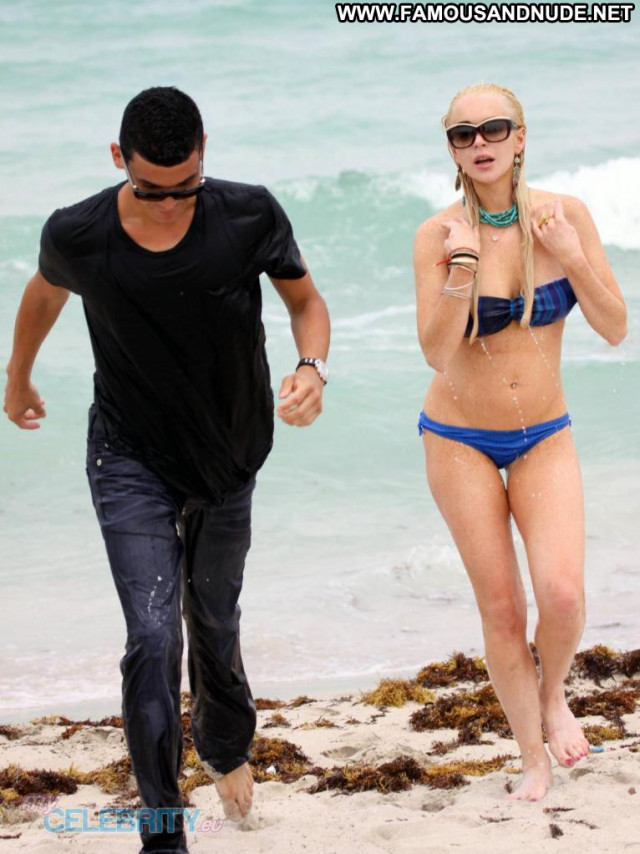 Lindsay Lohan No Source Posing Hot Big Tits Beautiful Big Tits Sea