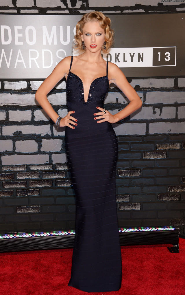 Taylor Swift Red Carpet Celebrity Pretty Babe Posing Hot Beautiful