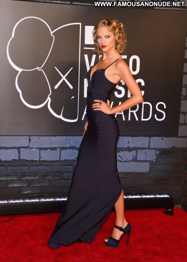 Taylor Swift Red Carpet Beautiful Babe Posing Hot Pretty Red Carpet