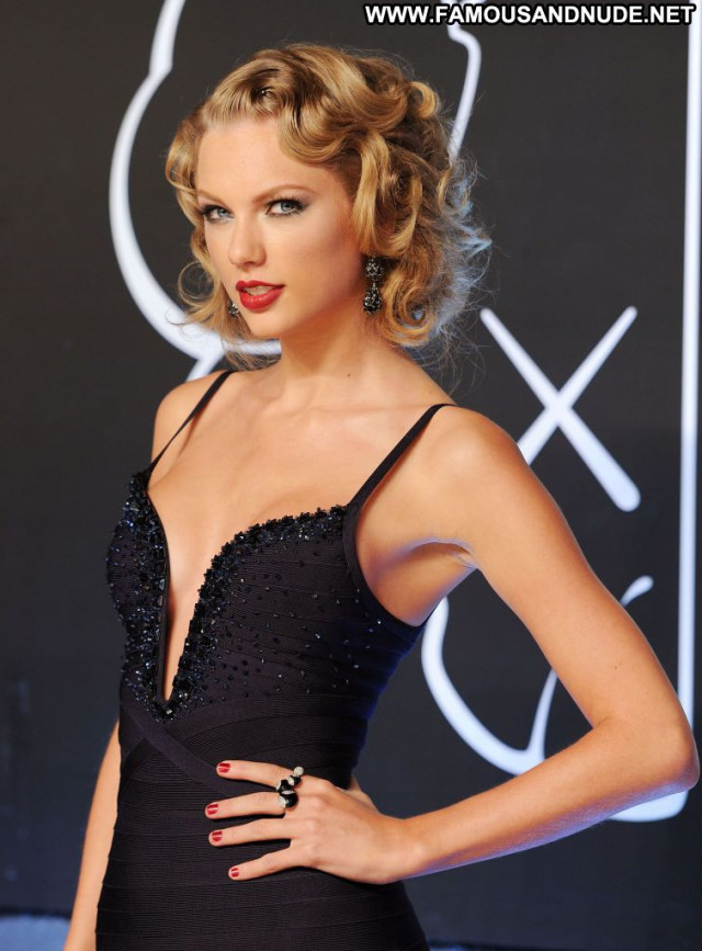 Taylor Swift Red Carpet Red Carpet Beautiful Posing Hot Babe